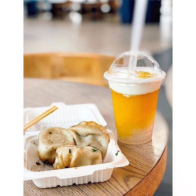 #Throwback to last week's short meet-up with fried soup dumplings from Yang's and mango sago drink from Hui Lau San.