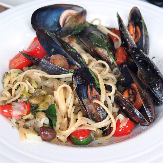 Chef's Special - Linguine with Fresh Mussels, Olives, Onions [$32]
