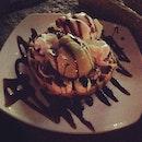 Our last dessert in Singapore #bananas #waffles #chocolate #chocoholic #dessert #delicious #iprefermaxbrennerthough #greenteaicecream #chocolatesauce #withthebf #clarkquay