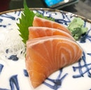 @thesushibar_sg Monday to Thursday specials in November - fresh Sashimi slices which were going at $3.90 per plate.