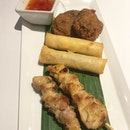 The Combo Platter at @thaiexpresssg gives you tasting portions of each of the items here, just enough to whet your appetite for your main.