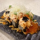 This fried maki with negitoro (tuna) and kanifumi (crabstick) will explode in flavoursss in your mouth!