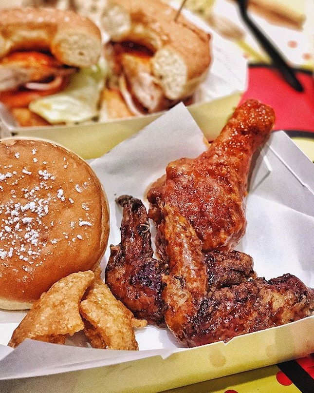 Knockout —$8.90 Comes with 1 drumstick, 2 joint wings and 2 halfcut midwings in a single flavour of your choice: Spicy Flamin' 🌶, Sticky Kecap Manis or Naked (without any sauce).