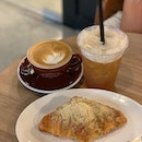 Yuzu apple croissant and drinks with mama.