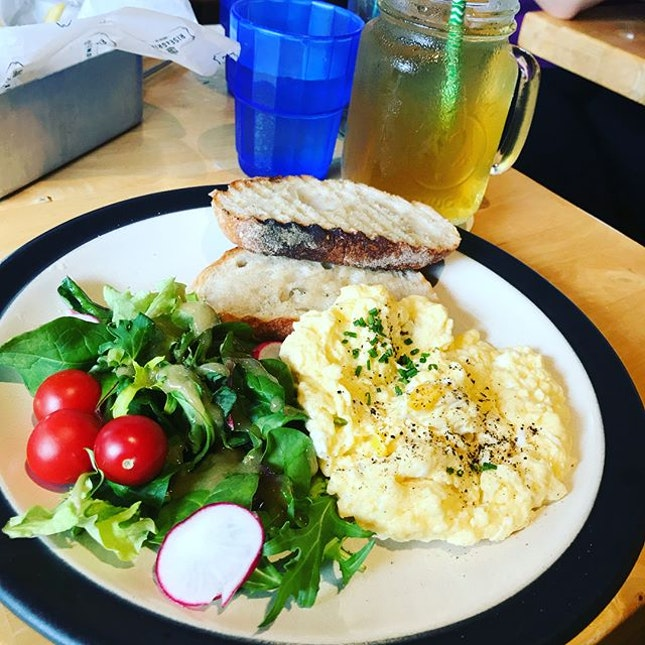 Throwback to a Saturday Brunch @riseandgrindco with a close one.