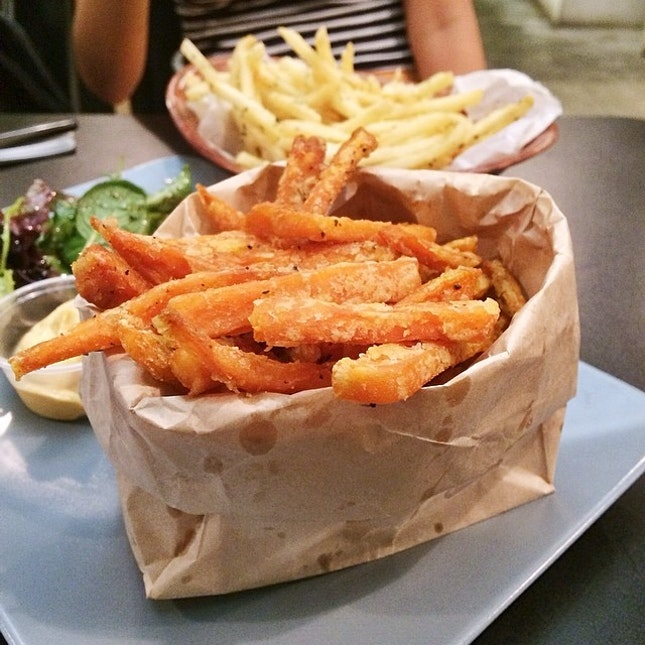 Burger 🍔 & Flies 🍟