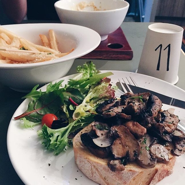 If I can visit a new eating place a day, life would be perfect.