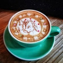 Another amazing coffee art by @damien_tc at @carol_mel_cafe!