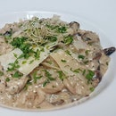 Delicious Creamy Risotto with Chicken and Mushroom by @equilibrium.sg.