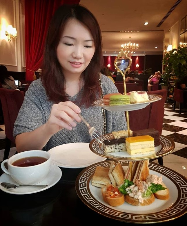 Delicious Afternoon Tea Set at S$28++ with a English Breakfast Tea from @highsocietysingapore at @marinabaysands.