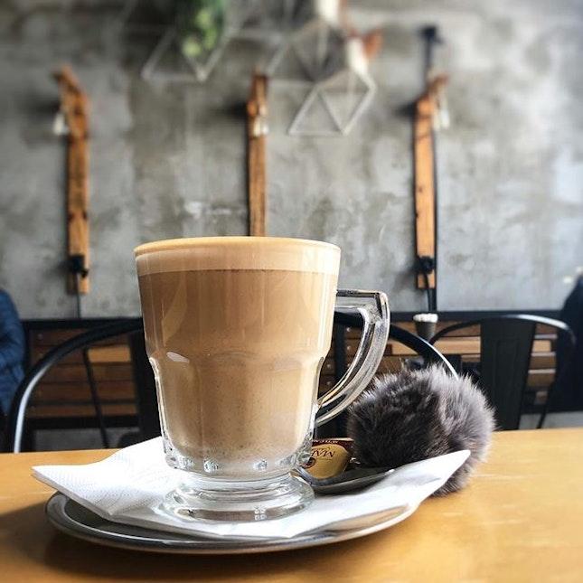 After all the Turkish coffees, trying the Turkish 'yuan yang' instead - an espresso chai latte 😋 #PNPturkey #PNPistanbul #poomsandpoms #pomsforgotpoms #pompom #sgfoodies #turkishfood #yummyinmytummy #burpple #coffeeporn #turkishcoffee #espressochai #no10coffee #kadikoy