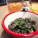 Charcoal squid - crispy and perfect with drinks 🍸  #poomsandpoms #foodies #sgfood #sgfoodies #sgeats #sgfoodporn #singaporefood #sgfoodtrend #eatmoresg #eatoutsg #foodinsing #yummyinmytummy #fatdieme #sgdrinks #cocktails #sgbars #bars #stfoodtrending #8dayseat #burpple #charcoalsquid #alittletashi #tyrwhittroad