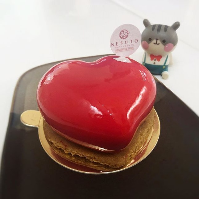 L'Amour - an exquisite dessert of light cheesecake mousse and poached strawberry confit on a brown butter sable, perfect for sharing with a loved one ❤️ #poomsandpoms #foodies #sgfood #sgfoodies #sgeats #sgfoodporn #singaporefood #sgfoodtrend #eatmoresg #eatoutsg #foodinsing #yummyinmytummy #fatdieme #sgdessert #dessert #dessertporn #sgcafe #sgcafefood #sgcafehopping #stfoodtrending #8dayseat #burpple #cakelover #everydayisvalentinesday #love #dearnesuto #nesuto #tanjongpagar