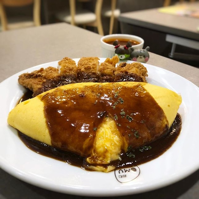 The famous 'lava' omurice!