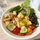 Sake and mirin marinated salmon along with a variety of fresh, crisp veg - yummy and healthy 😬 #poomsandpoms #foodies #sgfood #sgfoodies #sgeats #sgfoodporn #singaporefood #sgfoodtrend #eatmoresg #eatoutsg #foodinsing #yummyinmytummy #fatdieme #sgcafe #sgcafefood #sgcafehopping #stfoodtrending #8dayseat #burpple #salmonbowl #harusingapore