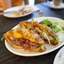 Simple, light lunch at this little oasis amongst motor shops ☺️ #poomsandpoms #foodies #sgfood #sgfoodies #sgeats #sgfoodporn #singaporefood #sgfoodtrend #eatmoresg #eatoutsg #foodinsing #yummyinmytummy #sgcafe #sgcafefood #sgcafehopping #sgbrunch #stfoodtrending #8dayseat #burpple #cornedbeef #croissants #yakitori #grilledsalmon #onegoodtrade #jalanbesar