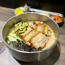 Crispy sangyeopsal in a tasty guksu soup, balanced nicely with the pickles and seaweed, great for the rainy weather ☔️ @ajummasg  #poomsandpoms #foodies #sgfood #sgfoodies #sgeats #sgfoodporn #singaporefood #sgfoodtrend #eatmoresg #eatoutsg #foodinsing #yummyinmytummy #fatdieme #bars #stfoodtrending #8dayseat #burpple #guksu #sangyeopsal #ajummasfunan
