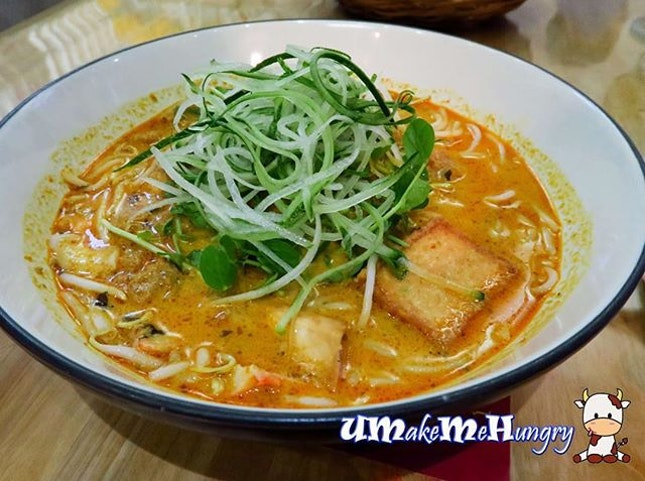 [Vegetarian] Nonya Laksa Lemak and it was pure lucky to have the last bowl before it sold out.