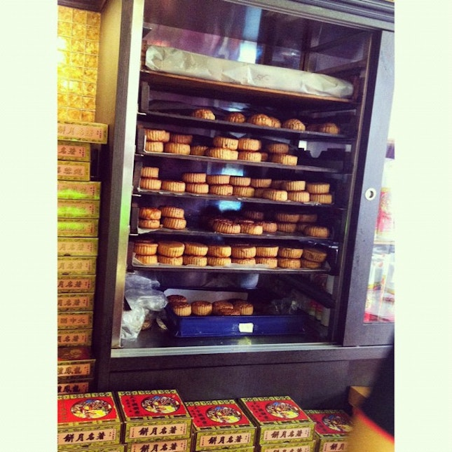 First time walking into such an authentic Chinese pastry store.