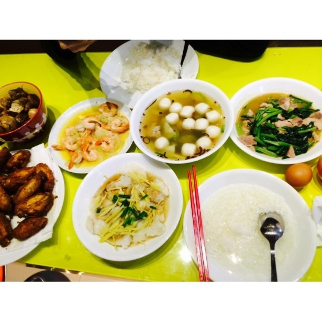 #homecooked #dinner #family I cooked the prawn, marinated and fried the chicken yay ✌️