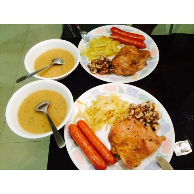 Our #homecooked valentines day dinner 'cos we hate squeezing with the crowd • mushroom soup with our main - black pepper chicken with German sausage & sautéed mushroom & (failed) Rosti.