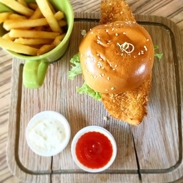 Another delicious dish from @GrubSingapore - crispy fish burger!