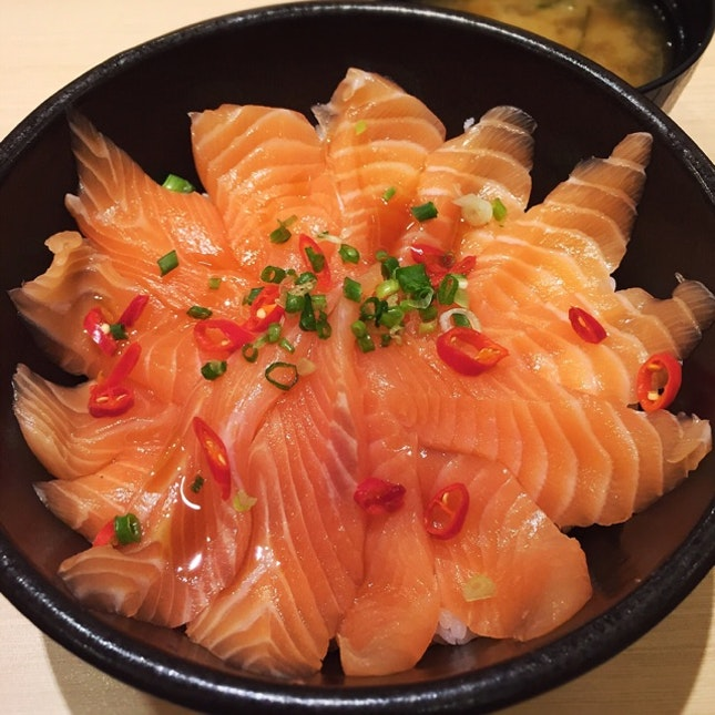 Ichiban Don: A Raw Salmon Rice Bowl Gets A Spicy Twist ($13.90++)