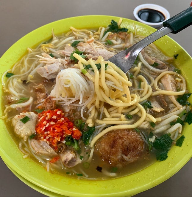 The Mee Soto That Many People Queue For