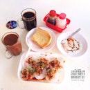 水粿,土司和雞蛋。豐富的早餐怎能少了熱咖啡呢?Chwee Kueh, Toast and Eggs.