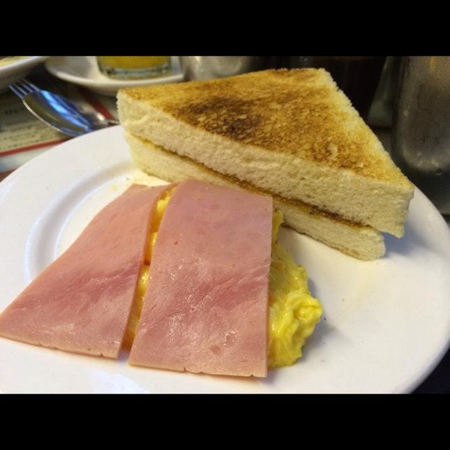 Toast w scrambled egg & ham