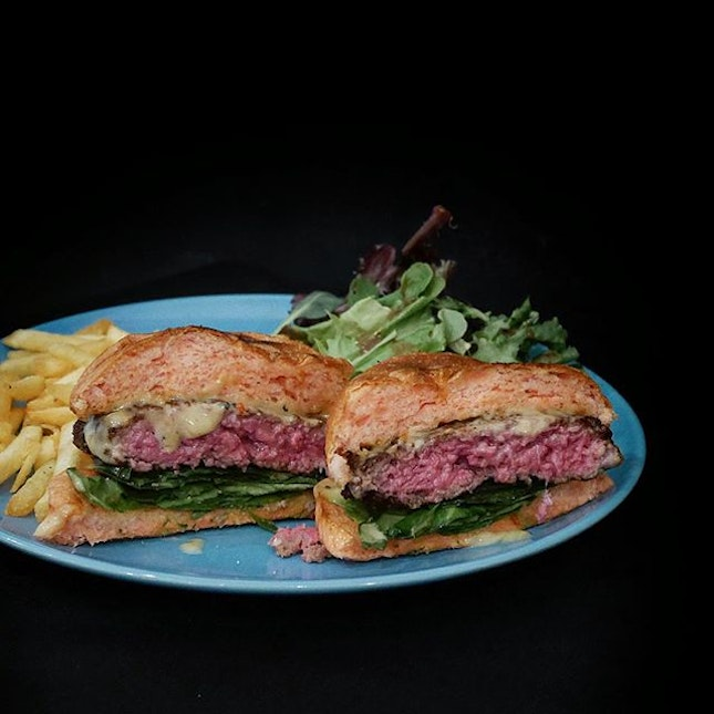 Dry Aged Beef Burger •SGD 25• ******************************************************* Dry aged beef had become increasingly popular and not surprisingly, it is also used in burgers too.