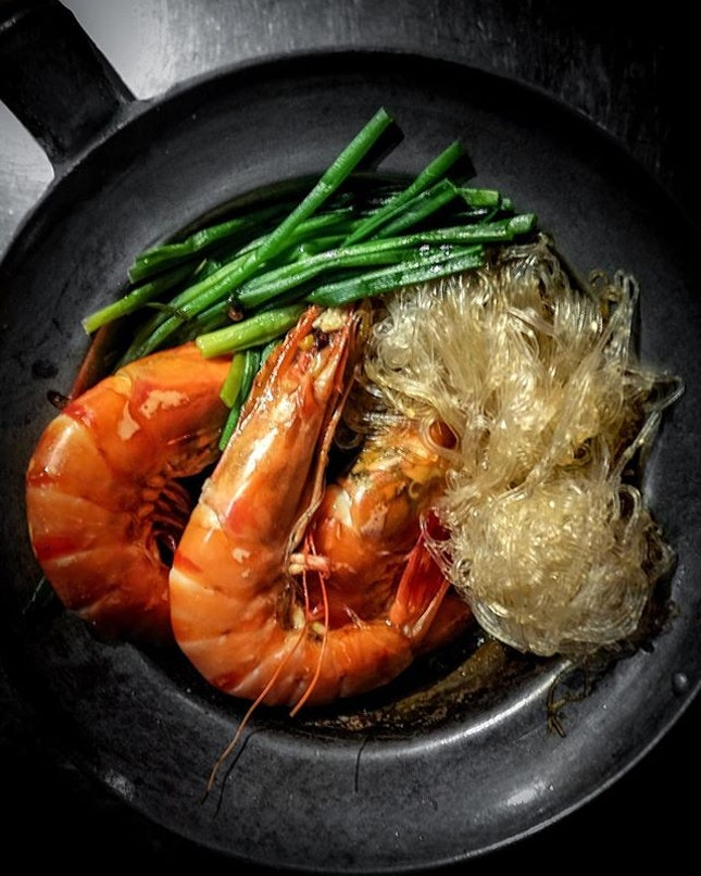 Goong Ob Woon Sen (Prawns with Glass Noodles) • The prawns were first cooked in the pot over blazing flames, along with some seasonings.