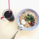 Nonya Mee Siam & Grass Jelly  #breakfast#potd#sgfood#foodpic#foodesteem#foodphotography#igsg#instagramsg#iweeklyfood#whati8today#local#instagood#foodie#foodgram#delish#nomnom