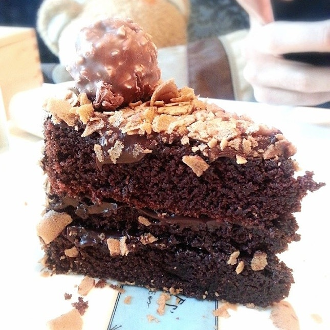 I couldn't resist this Chocolate Ferrero Cake...