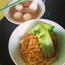 鱼丸肉脞面。#vinstagram#foodie#foodgasm#potd#picoftheday#fishballnoodle#breakfast#happy#yummy#instapic#igsg#igfood