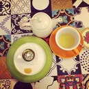 Matcha Strawberry & a pot of melon mangosteen tea.