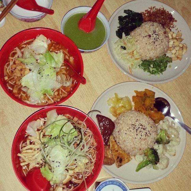 #vegetarian #healthy #tomatonoodle #jajiangmian #luicha #thunderricetea #brownrice #lunch #sgfood #singapore #yummy #delicious #foodporn #foodstagram #foodie #food #foodgloriousfood #foodlover #icapturefood #instafood #ilovefood #foodblogger
