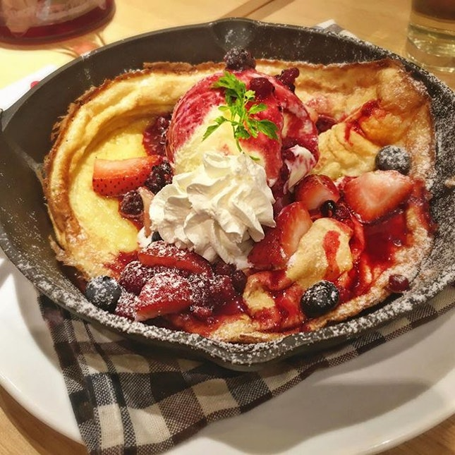 Met-up with gfs to try out mixed berries pancake.