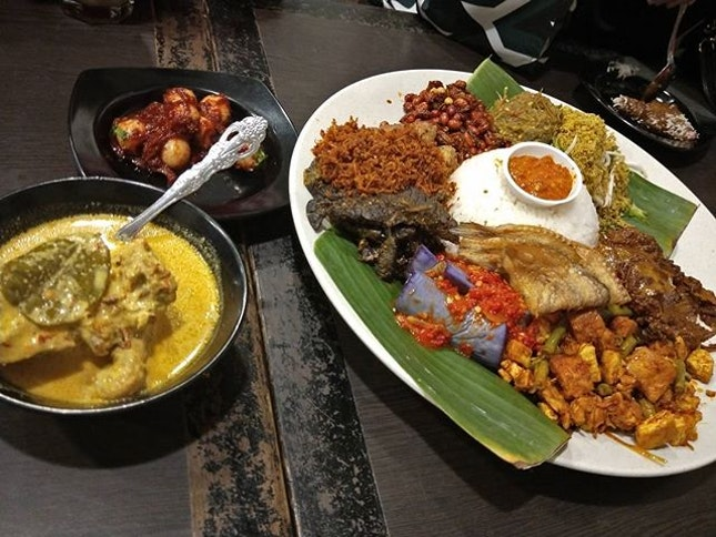 Curry Chicken With Massive Plates of Nasi Ambeng.