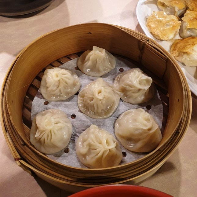 小笼包 ($4.50 for 7 dumplings)
