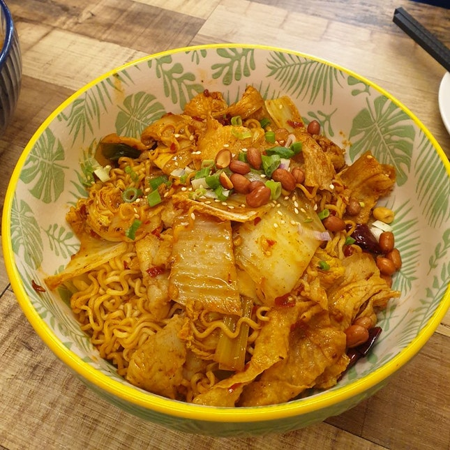 中辣 (Medium Spicy) ($37 for 2 bowls/4 pax)