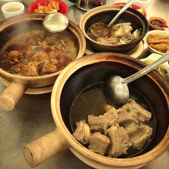 #bakkutteh #soyasaucechicken #chicken #soysauce #pork #pig #innards #liver #porkrib #porkribs #ribs #chinese #asian #herb #tea #soup #broth #stew
