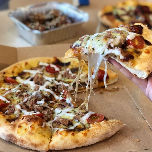 @dominossg Daebak Pizza and WingsIts really Daebak-licious!