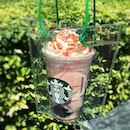 #celebratenationalday with @starbuckssg Pom Pink Pink Shiok-Ah-Ccino in a Shiok drink bag Coconut rose blend was a little sweet but I love the brown sugar jelly .