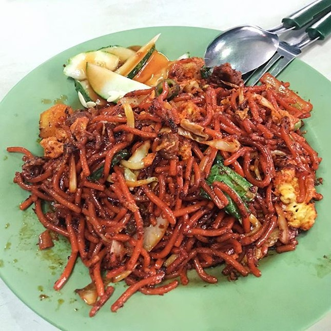 Mee Goreng from Jannathul Firthous Shenton Way Power Stall  The noodles here are flavourful, spicy and sweet enough, that is made enough more filling and enriching with the potatoes and mutton added!