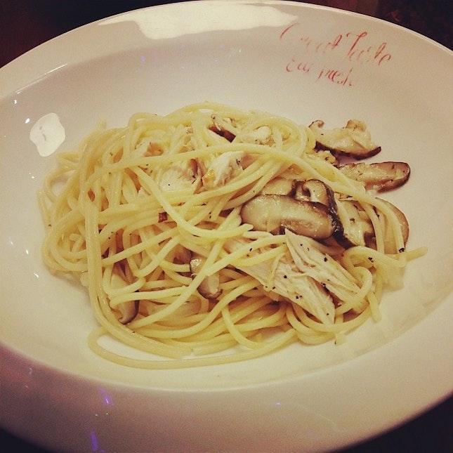 Chicken and mushroom aglio olio.