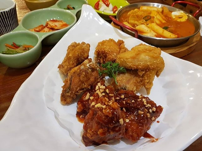One of my favourite fried korean chicken place in Singapore and w awesome company!