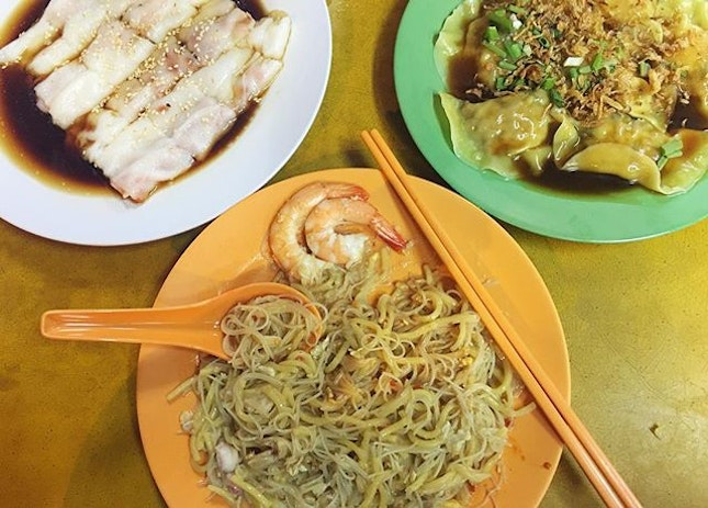 Life is good with local fare 🍤🍝 #hokkienmee #localdelights #chinesefood #food #foodie #foodiesg #sgfoodie #foodart #fooddiary #foodstagram #foodspotting #foodporn #foodphotography #sgfood #sgfoodporn #sgfooddiary #sgmakandiary #instafood #lifeisdeliciousinSingapore #Burpple #HungryGoWhere #8DaysEat #eatoutsg #eatbooksg #sgeats #thegrowingbelly