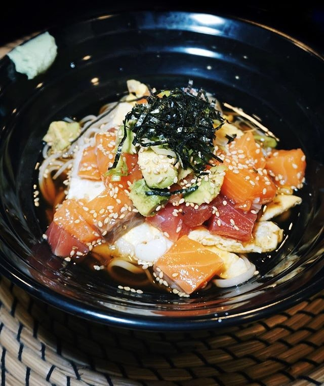 our favourite chirashi toppings on soba 🍜