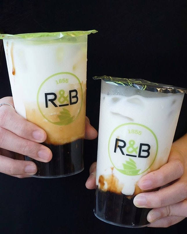 the brown sugar boba milk 青蛙撞奶 that was trending in taiwan has made its way into singapore at marina square!